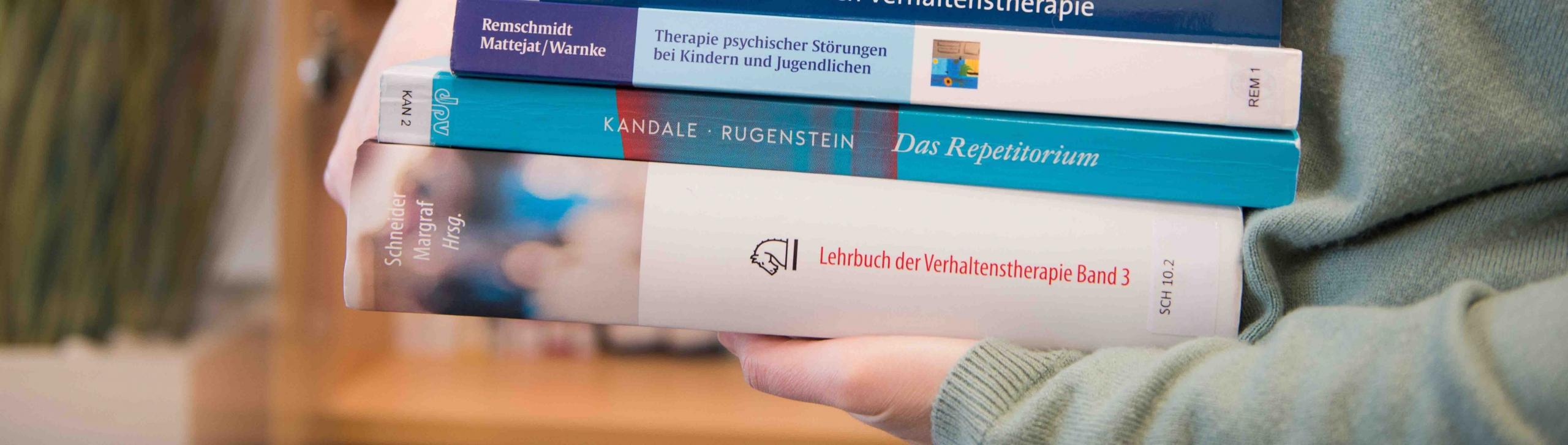 Bücher, die getragen werden